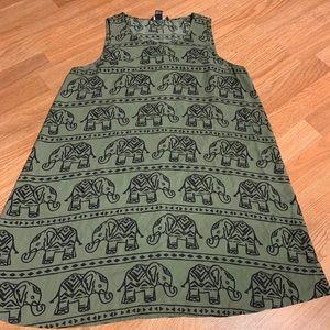 Women's sleeveless flowy shirt
